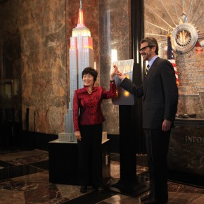 01 Ms. Zhang Qiyue, Chinese Consulate-General in New York and Anthony Malkin, President of the Empire State Building Group attended the lighting ceremony of Chinese New Year