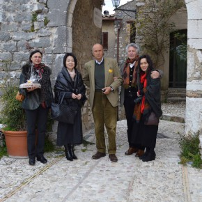 03 In front of Labro Gate from the left Ms. Kokocinski Han Bing Ambassador Gabriele Menegatti Kokocinski Liu Manwen 290x290 - Grand Tour: Italy Seen by Chinese Artists' Eyes to be Inaugurated in Museo Nazionale d'Arte Orientale