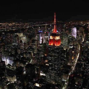 """15""""Colorful China"""" light show held at the top of the Empire State Building echoed the fireworks show"""