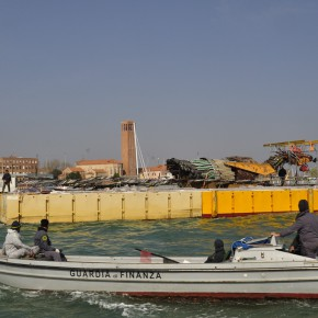 03 The Phoenix was tranferred to Venice on the sea 290x290 - Artist Xu Bing's Huge Industrial-scraps Installation to Be Displayed in the Dock of Arsenale, Venice in May