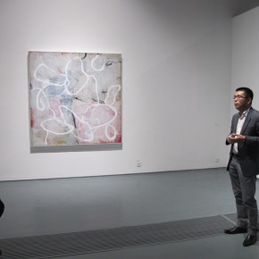 """06 Xia Jifeng guided the media in visiting the exhibition1 290x290 - Reshaping the Oriental Aesthetics – Hive Center for Contemporary Art Presents """"The Boundaries of Order"""""""