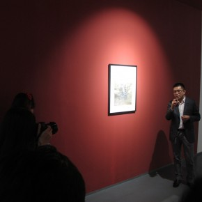 """07 Xia Jifeng guided the media in visiting the exhibition1 290x290 - Reshaping the Oriental Aesthetics – Hive Center for Contemporary Art Presents """"The Boundaries of Order"""""""