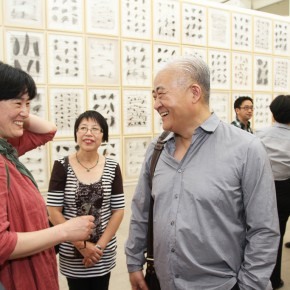 08 Artist Xia Xiaowan visited the exhibition 290x290 - Crusader–Li Di's New Works on Paper Debuted at the White Box Art Center