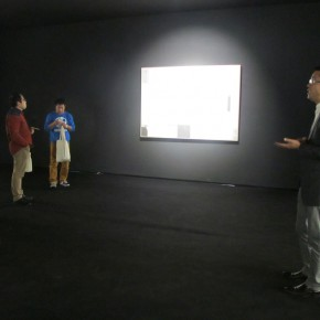 """09 Xia Jifeng guided the media in visiting the exhibition1 290x290 - Reshaping the Oriental Aesthetics – Hive Center for Contemporary Art Presents """"The Boundaries of Order"""""""