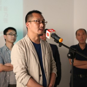 "11 Curator Wang Chuan spoke at the opening ceremony 290x290 - Chinese Contemporary Photographic Exhibition ""The Persistence of Images: 2×6"" Opening at Redtory in Guangzhou"