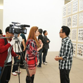 13 The artist Li Di was interviewed by media 290x290 - Crusader–Li Di's New Works on Paper Debuted at the White Box Art Center