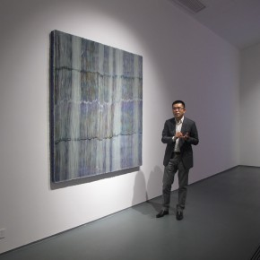 """13 Xia Jifeng guided the media in visiting the exhibition1 290x290 - Reshaping the Oriental Aesthetics – Hive Center for Contemporary Art Presents """"The Boundaries of Order"""""""