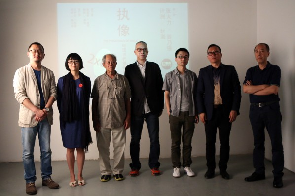 16-Group-Photo-of-the-Curator-and-artists,-from-the-left,-Wang-Chuan,-Huang-Lishi,-Weng-Naiqiang,-Feng-Yan,-Lu-Mingjun,-Ji-Zhou-and-Zhang-Dali