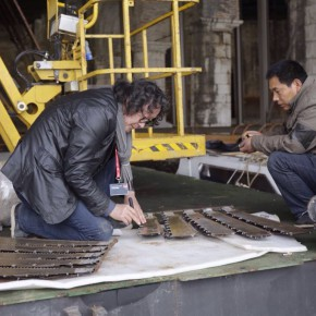 20 Woking Scenes of The Phoenix 290x290 - Artist Xu Bing's Huge Industrial-scraps Installation to Be Displayed in the Dock of Arsenale, Venice in May