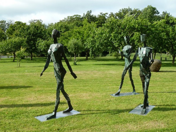 Wu Shaoxiang, Walking Wealth, 2007; Bronze and Rustless Steel, 185x100x56 cm