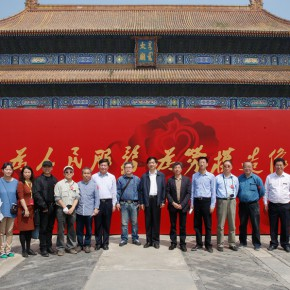 """21 Group photo of the staff of the event of """"Serving the People Creating Portraits of Model Workers"""" 290x290 - From """"Small Class"""" to """"Big Class"""": 200 Teachers and Students from CAFA """"Creating Portraits of Model Workers"""""""