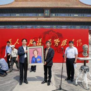 "23 Donation ceremony for the works at the ""Serving the People Creating Portraits of Model Workers"" 290x290 - From ""Small Class"" to ""Big Class"": 200 Teachers and Students from CAFA ""Creating Portraits of Model Workers"""