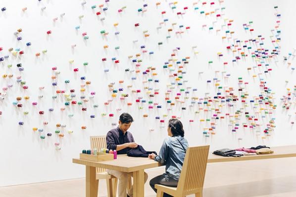 "The Mending Project Mixed media interactive installation, 2009/2014 Photo Courtesy: Mori Art Museum, Tokyo, Installation view at ""Lee Mingwei and His Relations: The Art of Participation,"" Mon Art Museum, Tokyo Photo: Yoshitsugu Fuminari"