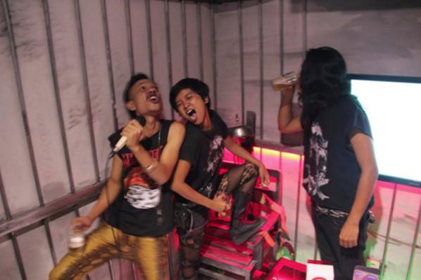 Wok The Rock and Lara Thoms, Jakarta Whiplash '93 Re-Revisited (development documentation) (2015). Courtesy the artists
