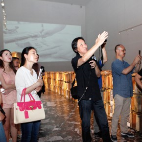 02 Artist Ying Tianqi led the press to visit the exhibition 290x290 - Inquiry of the Brick – The Exhibition of Ying Tianqi Unveiled at Today Art Museum