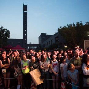 02 Visitors crowded to watch the ceremony for Graduation Season 290x290 - The best graduation season CAFA ever has opened in Beijing