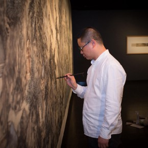 12 Qiu Ting revised a painting 290x290 - South & North – the Exhibition of Landscape Paintings by Lin Rongsheng, Fang Xiang, Qiu Ting Unveiled