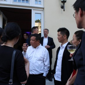 """05 Prof. Yu Ding introduced the work for the Chinese and foreign guests 290x290 - Huang Yong's Solo Exhibition """"Food Game"""" debuted in Berlin, Playing """"Food Game"""" together with Texas Poker"""