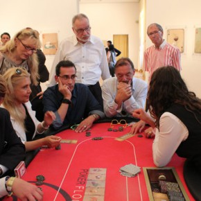 """08 The audience played Texas poker which were derivatives of Huang Yong's works 290x290 - Huang Yong's Solo Exhibition """"Food Game"""" debuted in Berlin, Playing """"Food Game"""" together with Texas Poker"""