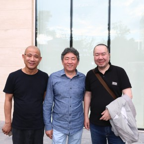 10 Wang Yigang, Director of the Art Museum of Lu Xun Academy of Fine Arts, famous artist Fang Lijun and Tan Ping