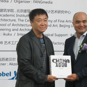 "05 Fang Zhenning, Gave ""Architecture China•1000"" as a present"