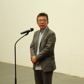 """04 Liu Xiaodong spoke at the opening of Landscapes with Ritualistic Practices Su Xinping Solo Exhibition 290x290 - Dialogue with Time and Space: Su Xinping's """"Landscapes with Ritualistic Practices"""" Unveiled at Guangdong Museum of Art"""