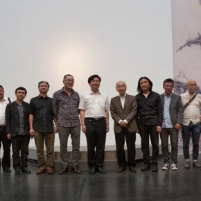 """05 The group photo of honored guests at the opening of Landscapes with Ritualistic Practices Su Xinping Solo Exhibition 290x290 - Dialogue with Time and Space: Su Xinping's """"Landscapes with Ritualistic Practices"""" Unveiled at Guangdong Museum of Art"""