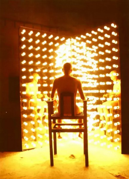He Yunchang, Eyesight Test (2003), in which he stared at close distance at 10,000 watts of light for an hour