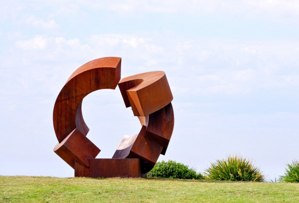 Jörg Plickat, divided planet, Sculptuer by the Sea, Bondi 2015. Photo Clyde Yee 02