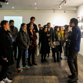 08 Visitors are guided to visit the exhibition