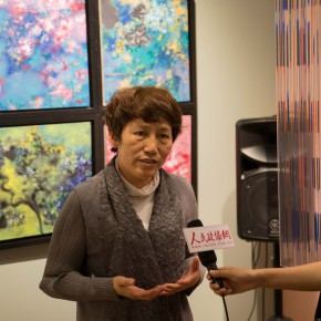 09 Prof. Li Jianqun was interviewed by journalists 290x290 - In the Mood for Love – the Exhibition of Female Artists' Growth in Art Forms is unveiled at the Gauguin Gallery at Wangjing SOHO