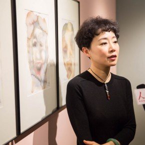 11 Prof. Chen Xi was interviewed by journalists 290x290 - In the Mood for Love – the Exhibition of Female Artists' Growth in Art Forms is unveiled at the Gauguin Gallery at Wangjing SOHO