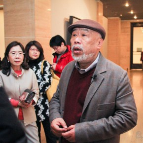 "15 Artist Hong Ling guided the media to visit the exhibition 290x290 - Continuation of Landscape Aesthetics in the Name of Oil Painting: Hong Ling's Global Touring Exhibition ""Great Beauty of Heaven and Earth"""