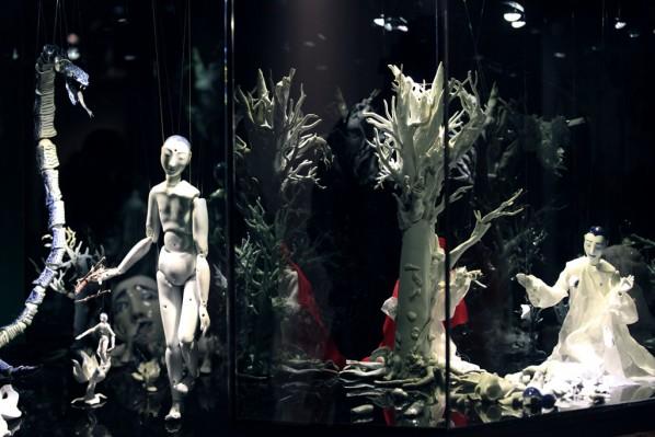 Geng Xue, Mr. Sea, porcelain sculpture installation, high temperature porcelain, glass, etc. variable size, 2013-2014