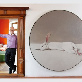 Uli Sigg neben dem Gemälde «Moon Rabbit» von Shao Fan next to the painting «Moon Rabbit» by Shao Fan © Sigg Collection Photo Karl Heinz Hug 290x290 - Chinese Whispers: Recent works from the Sigg and M+ Sigg Collections will be presented in Switzerland