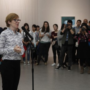 01 Director of OCAT Xi'an Karen Smith introduced spring exhibitions to the audience