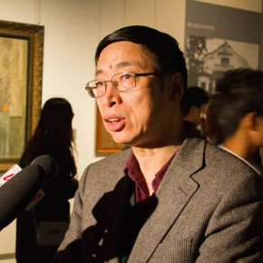 """11 Curator Yin Shuangxi was interviewed by media 290x290 - """"The Temperature of History"""" Opened at Shandong Art Museum with Representational Oil Paintings Warming the Earth of Shandong"""