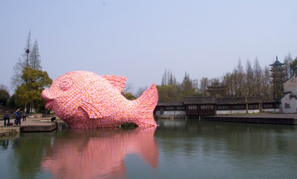 35 Florentijn Hofman, The Floating Fish