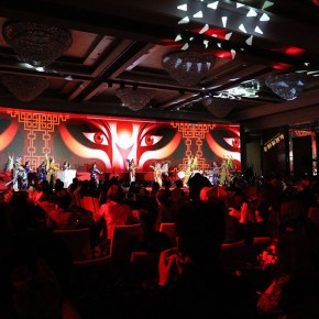 "02 View of the ""2016 Outstanding Fashion Personage Award"" ceremony. Photo courtesy of Zhang Dongping"