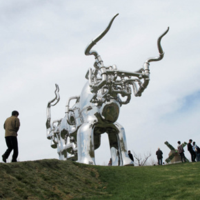 """""""Chen Wenling's Bull: Large-Scale Outdoor Sculpture Exhibition"""" Opened at the Flower Port: the Use of Art to Honour Everything"""