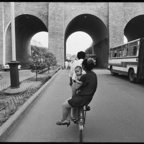 Pan Ke, A family inside the South Gate, Xi'an, 1986