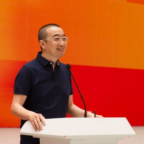 "03 Deputy Dean of School of Plastic Arts Director of the Department of Mural Painting Tang Hui addressed the opening ceremony 290x290 - Centurial Chinese Oil Paintings Tours to the South: ""The Temperature of History"" opened in Wuhan"