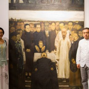 "12 Guo Hongmei from the Department of Collection at CAFA Art Museum left and Director of the 2nd Studio of the Department of Oil Painting CAFA Ma Xiaoteng right 290x290 - Centurial Chinese Oil Paintings Tours to the South: ""The Temperature of History"" opened in Wuhan"