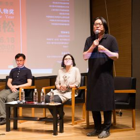 """13 The judge Xu Feng Giovanna Fulvi and Gao Xiaosong on site reviewed the winning works 290x290 - Agnès Varda's Award 2016 was successfully held at CAFA & Gao Xiaosong won the """"Star of the Year"""""""