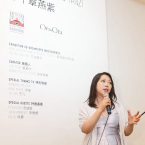 05 Ms. Henrietta Tsui-Leung, Founder of Galerie Ora-Ora, addressed the opening ceremony