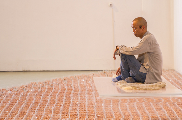 "08 The onsite performance art entitled ""Groundnut"" by He Yunchang"