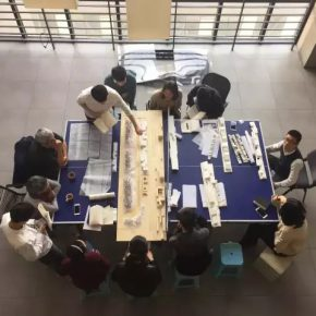 11 The instructors of the 11th studio at the School of Architecture CAFA and the undergraduates discuss the graduation design together 290x290 - CAFA Graduation Season丨Case Observation of Architecture: Lu Zhuojian – Earnestly Thinking and Permanently Working