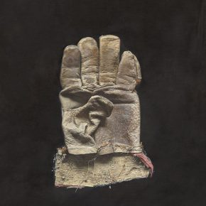 26  Cao Kuo, Gloves, oil on canvas, 30 x 40 cm, 2015