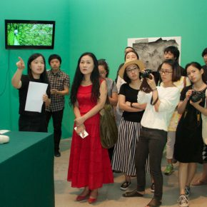 """05 Curator Li Shengzhao interpreted the exhibition for the audience  290x290 - """"The Liver"""": What is the Liver of the Artist?"""