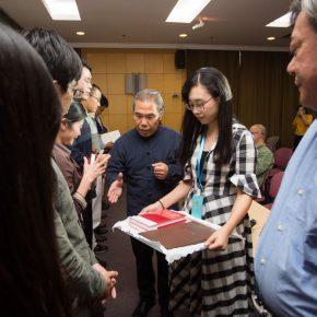 16-prof-wang-shaojun-wang-xuns-family-member-representative-wang-han-issued-the-participants-with-commemorative-certificates-of-the-forum